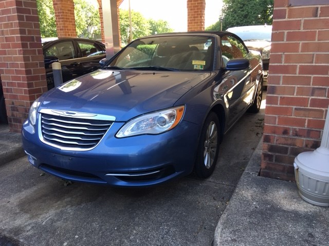 Pre-Owned 2011 Chrysler 200 Convertible Touring